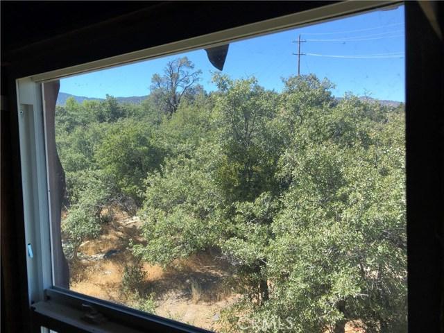 3353 Hwy 2, Pinon Hills CA: http://media.crmls.org/medias/c13f7b08-2d20-488d-874d-65913baf920b.jpg