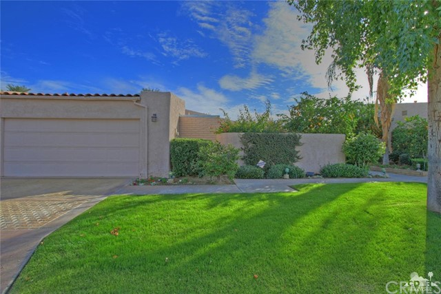 45878 Algonquin Circle, Indian Wells CA: http://media.crmls.org/medias/c1434466-40f4-4253-b863-5df8e42d9ccd.jpg