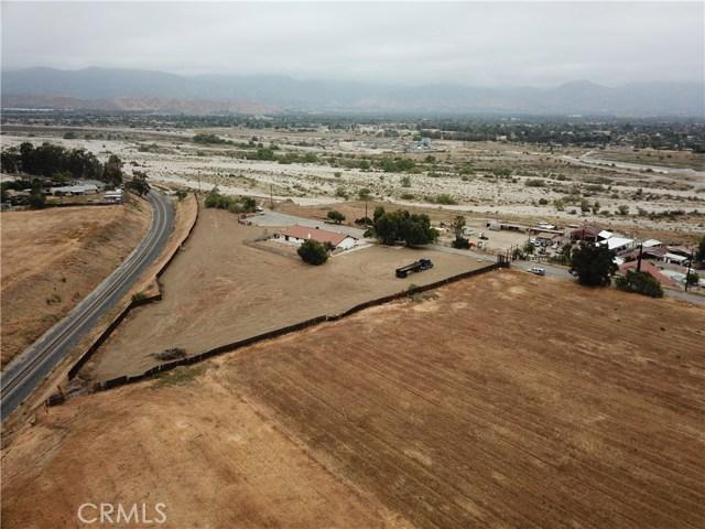 2226 Foothill Boulevard, San Bernardino CA: http://media.crmls.org/medias/c14c148a-8ffa-4d54-8ea5-e329ae140c89.jpg
