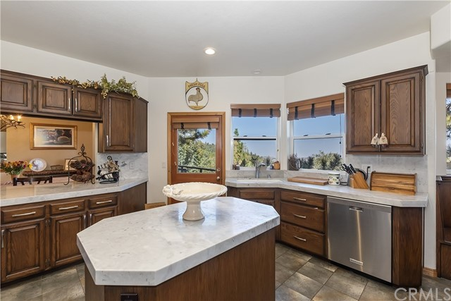 283 Fairway Drive, Lake Arrowhead CA: http://media.crmls.org/medias/c18c49f3-edd1-4439-9245-55a60e5487a7.jpg