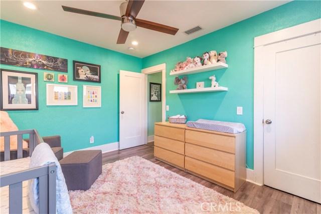 4437 10th Street, Riverside CA: http://media.crmls.org/medias/c18cac15-1635-4778-95c2-927c57a54887.jpg