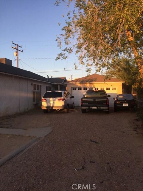 313 Mary Anne Avenue, Barstow CA: http://media.crmls.org/medias/c1a7db05-1b76-4557-a066-9f1faee2e7f8.jpg