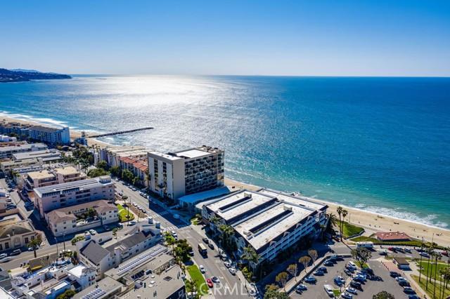531 Esplanade, Redondo Beach CA: http://media.crmls.org/medias/c1b82141-4961-4888-bbf1-6ed3c0c5152d.jpg