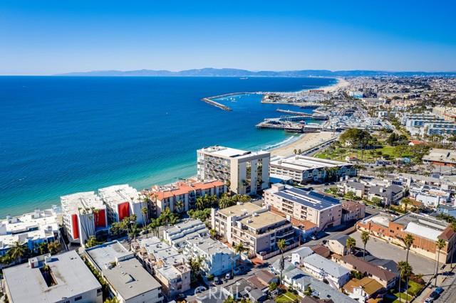 531 Esplanade, Redondo Beach CA: http://media.crmls.org/medias/c1dd0938-916e-46ba-b2fc-fb47e7704486.jpg
