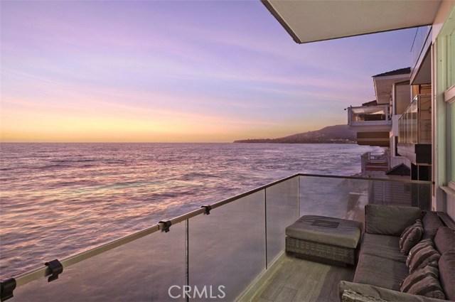 1241 Ocean Front, Laguna Beach CA: http://media.crmls.org/medias/c1e31491-c282-4145-a745-7e7dd7ca27a7.jpg