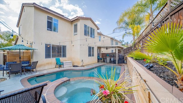 38042 Orange Blossom Lane, Murrieta CA: http://media.crmls.org/medias/c1f3d978-bfd3-49a1-804f-6978982d945d.jpg