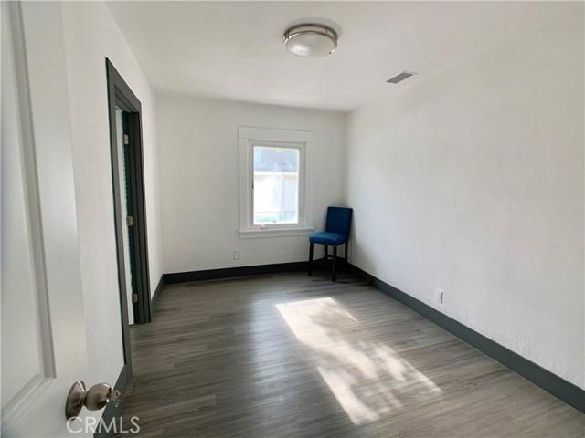 330 S Oak Street, Inglewood CA: http://media.crmls.org/medias/c1fd6595-93d2-4100-9ad2-1f1cdd0be646.jpg