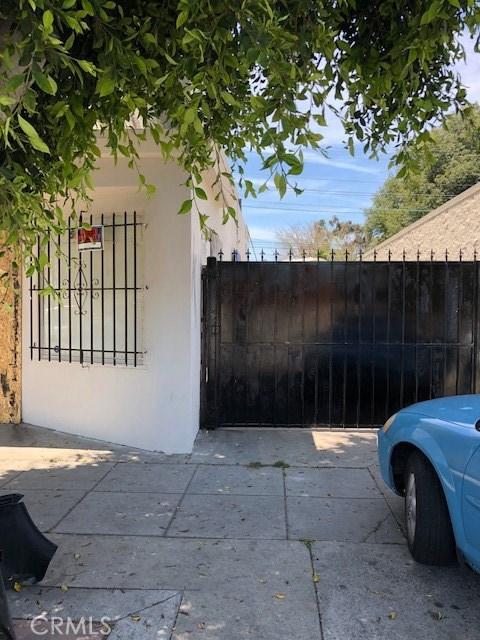513 N Long Beach Boulevard, Compton CA: http://media.crmls.org/medias/c21691ac-1c38-4e94-8b27-4238461c0d8c.jpg