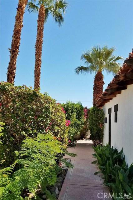 52225 Avenida Obregon, La Quinta CA: http://media.crmls.org/medias/c22781b1-f403-4fe0-a639-82d45a239006.jpg