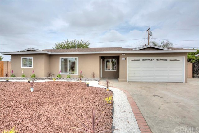 1130 S Shelley Street Santa Ana, CA 92704 is listed for sale as MLS Listing OC16128247