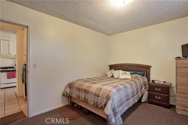 2077 Wallace Avenue, Costa Mesa CA: http://media.crmls.org/medias/c2331be0-fc69-4661-85a4-301e436014fe.jpg