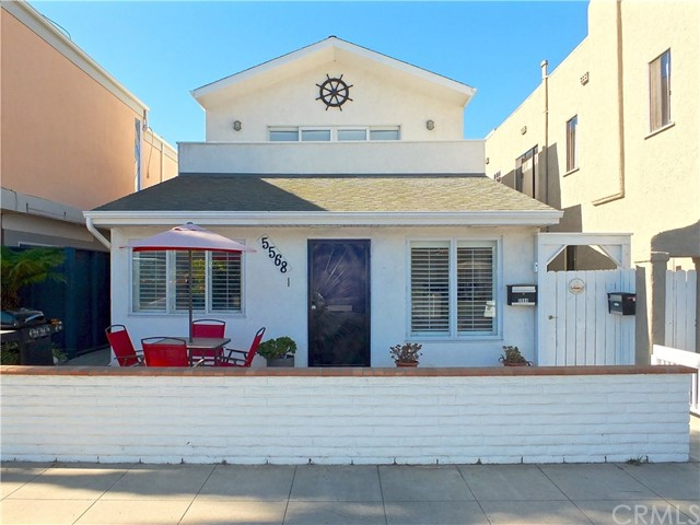 Duplex for Sale at 5568 E Saint Irmo 5568 E Saint Irmo Long Beach, California 90803 United States