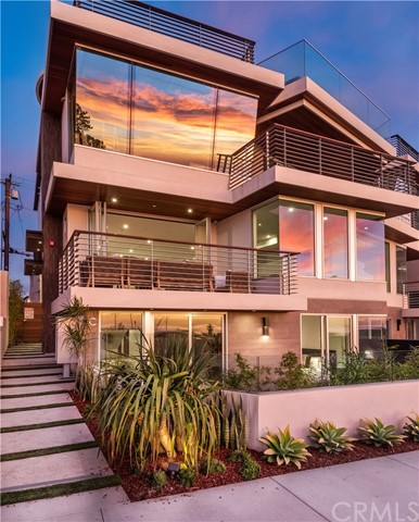 810  Esplanade C, Redondo Beach, California 3 Bedroom as one of Homes & Land Real Estate