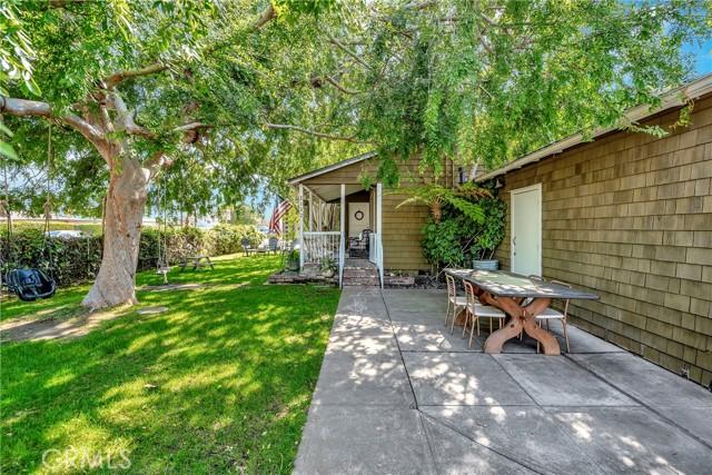 2133 Orange, Costa Mesa CA: http://media.crmls.org/medias/c26808a0-a7ec-41e2-a320-5047d2176022.jpg