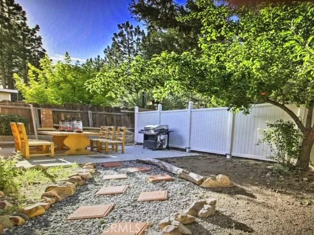 39983 Glenview Road, Big Bear CA: http://media.crmls.org/medias/c273590f-30da-4623-804d-38741c1c65f1.jpg