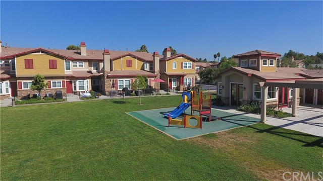 1510 Orange Avenue, Redlands CA: http://media.crmls.org/medias/c28218b9-af77-4a66-b5f7-4678986ba366.jpg