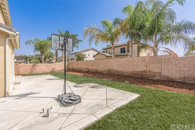 7642 Turtle Mountain Circle, Eastvale CA: http://media.crmls.org/medias/c28c46a1-dfb2-4f67-be93-8e2e1a58af73.jpg