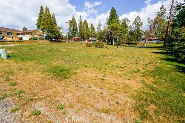 52830 Pine Drive, Oakhurst CA: http://media.crmls.org/medias/c2a12968-7cd1-4cad-ac11-5a5c21579a85.jpg