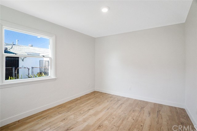 5442 Lemon Avenue, Long Beach CA: http://media.crmls.org/medias/c2d73e70-5c4e-484c-82e4-a87727f4ccb6.jpg