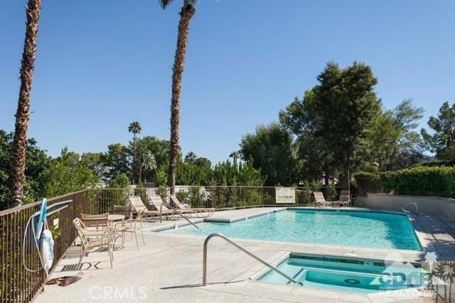 72384 Ridgecrest Lane, Palm Desert CA: http://media.crmls.org/medias/c2da9561-f80e-41bd-92c4-58e6b1129b52.jpg