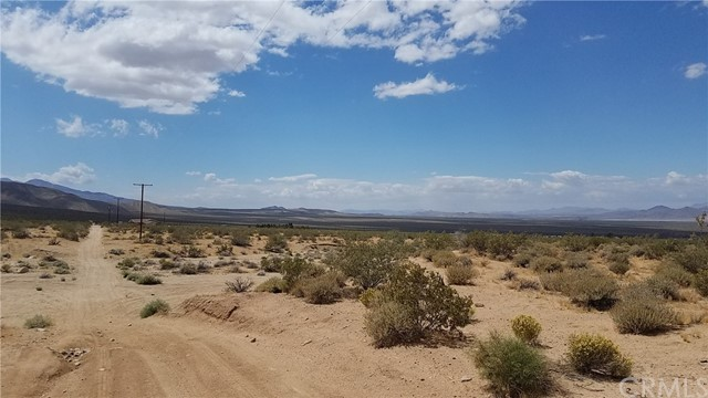 48870 Cholla Road, Johnson Valley CA: http://media.crmls.org/medias/c2eb89ad-802b-44c8-8504-f30abecbc9ba.jpg