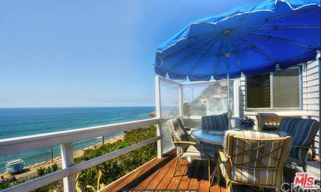 17015 Pacific Coast Highway, Pacific Palisades CA: http://media.crmls.org/medias/c2f9a083-462c-4828-91ae-b8b7cd2ee942.jpg