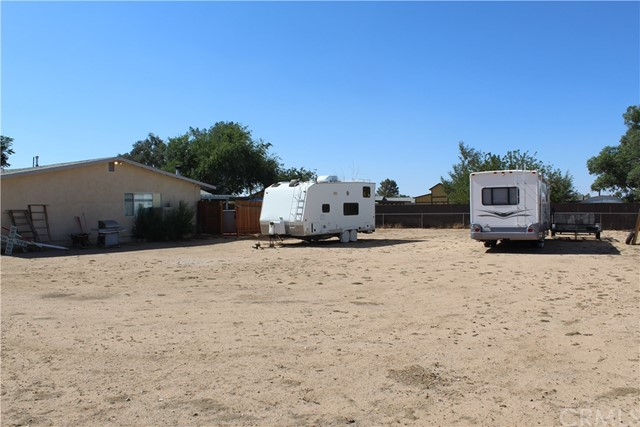 11033 Merino Avenue, Apple Valley CA: http://media.crmls.org/medias/c3195ca5-2e3d-4b39-8098-6546ce16bb34.jpg