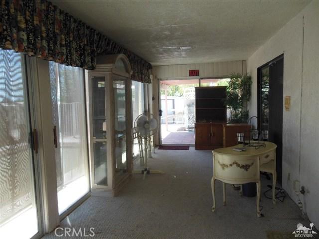 30480 Travis Ave, Cathedral City CA: http://media.crmls.org/medias/c31c14eb-ec08-48a8-889b-b4a89b184487.jpg