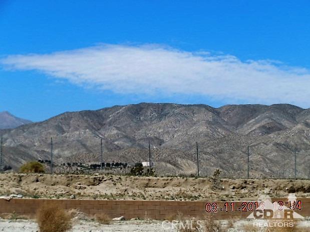 11339 Bald Eagle Lane, Desert Hot Springs CA: http://media.crmls.org/medias/c3292f56-a796-4f86-86d2-c248b0e03533.jpg