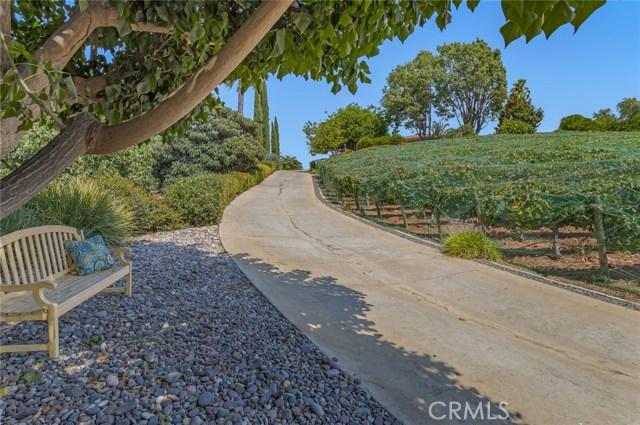 2710 Tres Lomas Court, Fallbrook CA: http://media.crmls.org/medias/c3474785-d1e6-444c-b9b6-bff1c651ed50.jpg