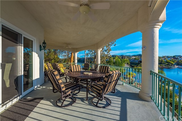 22411 Canyon Club Drive, Canyon Lake CA: http://media.crmls.org/medias/c35140ff-69b4-4b4a-8464-b32de0d049b8.jpg