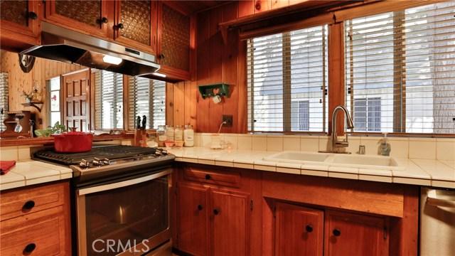 22833 Laurel Lane, Crestline CA: http://media.crmls.org/medias/c358b3aa-ec4b-49c2-9e1a-765f0c12fb4b.jpg