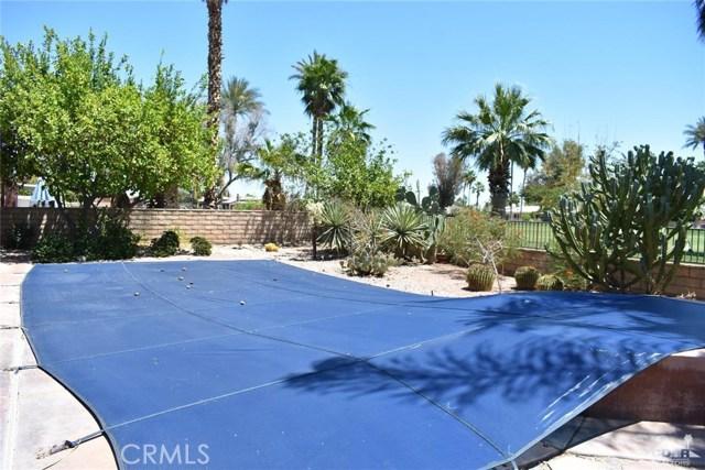 76917 New York Avenue, Palm Desert CA: http://media.crmls.org/medias/c3659f04-c2fb-4e0e-9b51-f712b3a8a79c.jpg