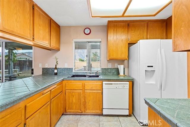 1311 Summerchase Road, San Jacinto CA: http://media.crmls.org/medias/c367062c-7297-435c-84f4-b617242a9b14.jpg