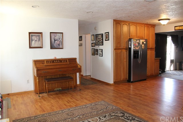 11033 Merino Avenue, Apple Valley CA: http://media.crmls.org/medias/c36dc172-503f-4773-af2a-ea38a7a01b36.jpg