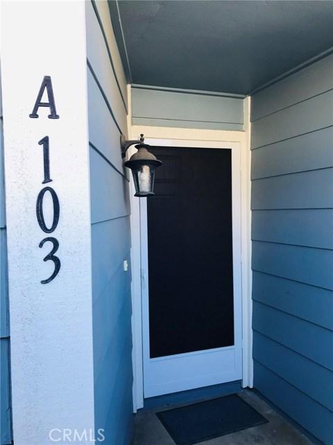 2277 Pacific Avenue, Costa Mesa CA: http://media.crmls.org/medias/c3702670-2bbd-4217-9b16-2a3d4ff3d1eb.jpg
