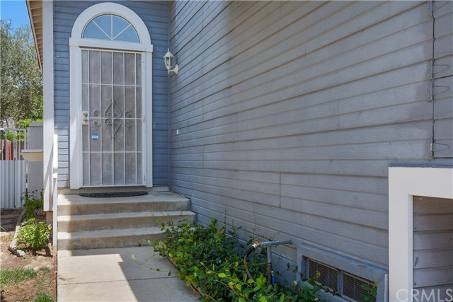 6784 Foxcroft Court, Chino CA: http://media.crmls.org/medias/c3870a24-07a4-4ec3-b766-89765197c85f.jpg