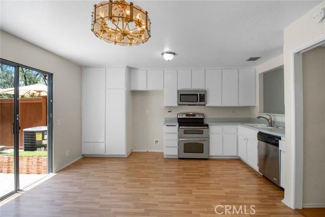 26106 Hillsford Place, Lake Forest CA: http://media.crmls.org/medias/c38f243c-8614-4bac-98ef-b8f69edbd17a.jpg