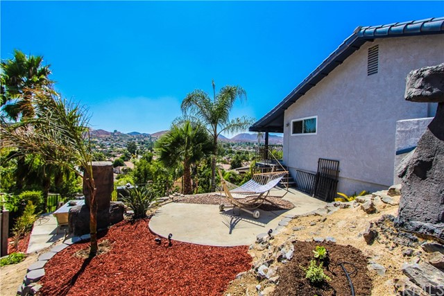 29944 Mayflower Drive, Canyon Lake CA: http://media.crmls.org/medias/c3999e04-57a7-4fb5-9eae-6afa6d6c781e.jpg