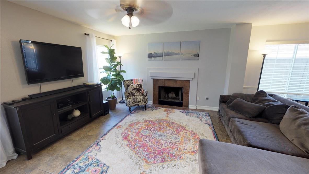 110 Smokethorn Street, Corona CA: http://media.crmls.org/medias/c3a358b1-c86e-441d-b029-47ba19ea9644.jpg