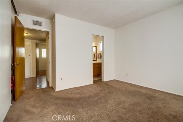 9009 Oneida Avenue, Sun Valley CA: http://media.crmls.org/medias/c3cf697b-21fa-4727-bb9b-dfafabc0b047.jpg