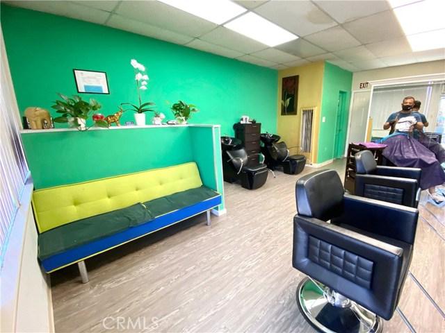 9300 California Avenue, South Gate CA: http://media.crmls.org/medias/c3d41068-06b9-42e8-ba41-93f875a40e1c.jpg