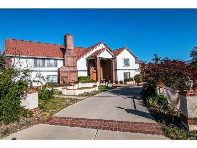 Single Family Home for Sale at 1049 Crestbrook Riverside, California 92506 United States