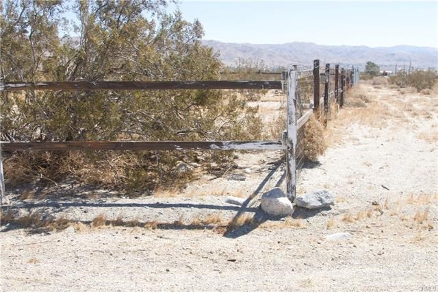 5 Kay Road, Desert Hot Springs CA: http://media.crmls.org/medias/c3f069f8-00a2-466b-804a-3eb39ae84af1.jpg