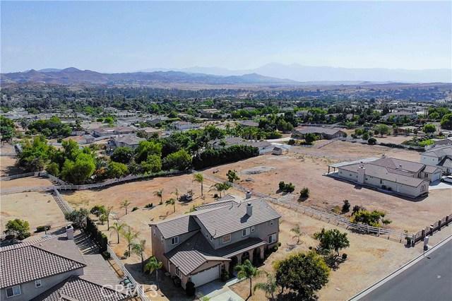 17197 Birch Hill Road, Riverside CA: http://media.crmls.org/medias/c4129b3d-21d6-46d8-b590-1cfb31b8acc5.jpg