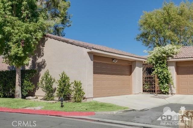 72384 Ridgecrest Lane, Palm Desert CA: http://media.crmls.org/medias/c4132340-54bc-4fc5-ad83-d5960f1a678b.jpg