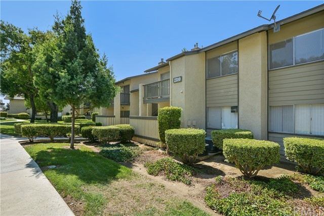 2310 S Diamond Bar Boulevard, Diamond Bar CA: http://media.crmls.org/medias/c41ec182-7a53-49fa-8052-aba88df377a4.jpg