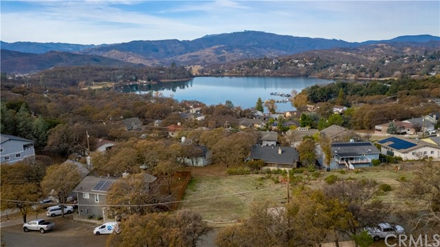 17265 Meadow View Drive, Hidden Valley Lake CA: http://media.crmls.org/medias/c4228a00-b1ba-43c8-872b-c5e3b5edcfca.jpg