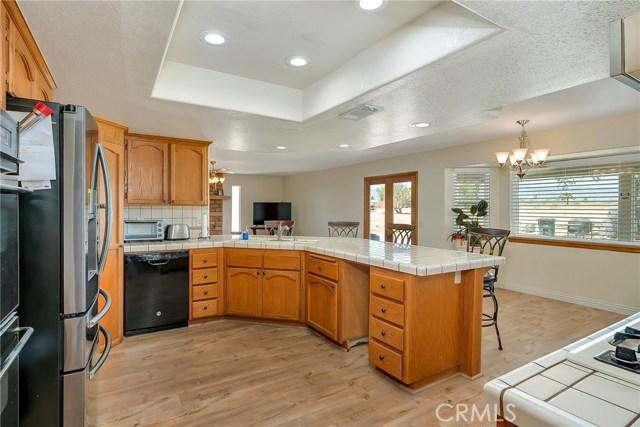 10832 Anaconda Avenue, Oak Hills CA: http://media.crmls.org/medias/c43746db-b9bd-4bc0-abab-d88209c6ee83.jpg