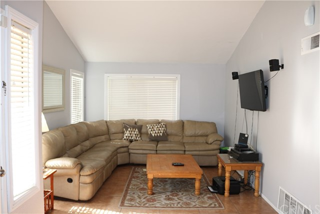 3583 Fensmuir Street, Riverside CA: http://media.crmls.org/medias/c441c706-ef3f-462a-bdec-c128cde624cb.jpg